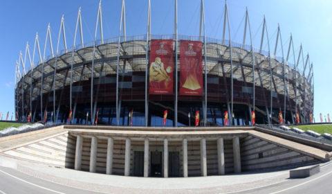 Prace wysokościowe - zawieszenie banerów siatkowych na koronie Stadionu PGE Narodowy